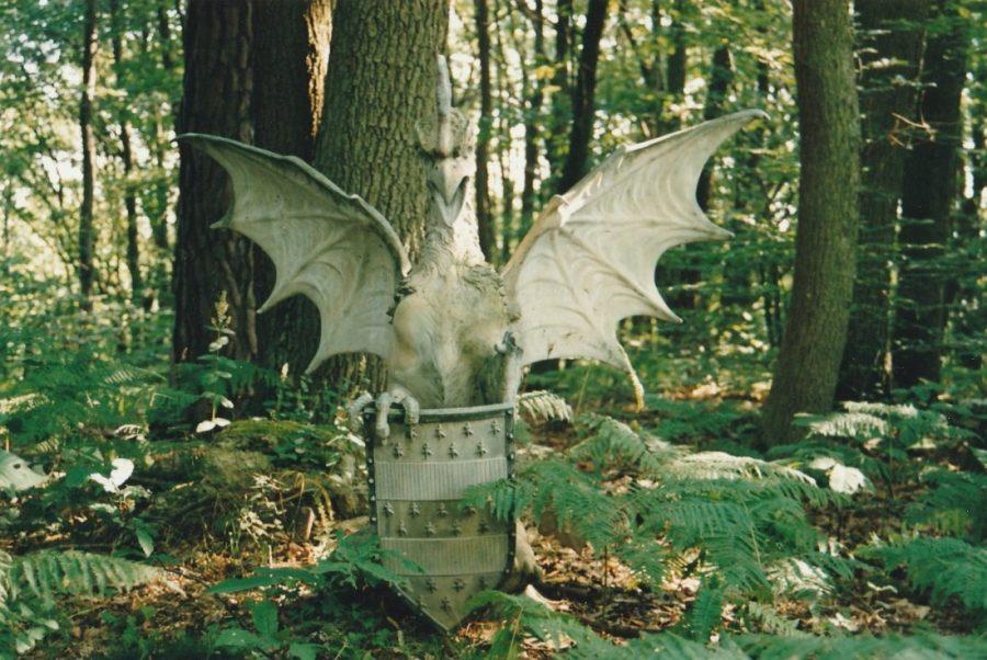 En 2002 se trouvait encore, dans le parc du château de la talle, un des deux cockatrix jadis installés à l'entrée des Mesnuls et récupérés par Pierre de Nugent.
