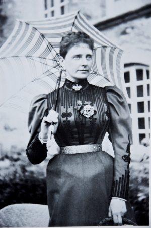 Sophie Laubheimer, épouse de Richard, dernière comtesse de Nugent et originaire de Mariazell en Autriche, là où elle décéda en 1938.