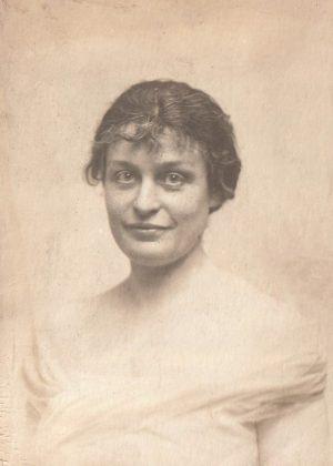 Yvonne de Nugent épousa Jean Gaudin de Saint-Rémy, officier de carrière, qui lui donna sept enfants. Elle décéda au Mans en 1972.